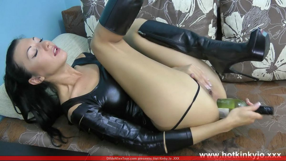 lesbian strap on pound video